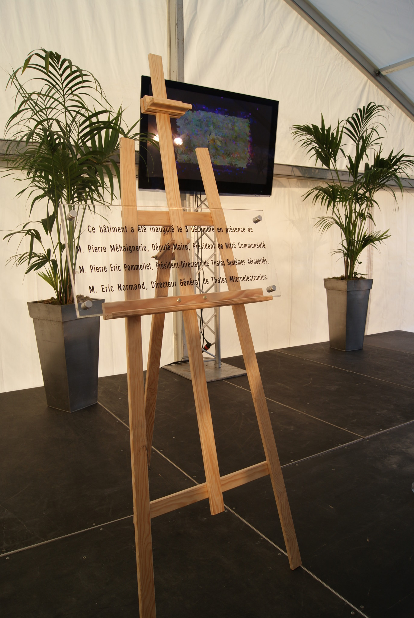 Location de table et chaise rennes vitr foug res ou la guerche de bretagne - Location table et chaise ...